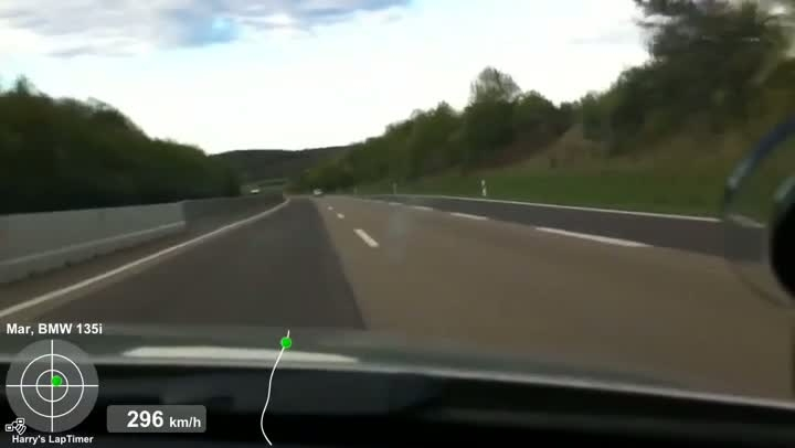 BMW 135i (304,4 km/h) vs Porsche 997 Turbo