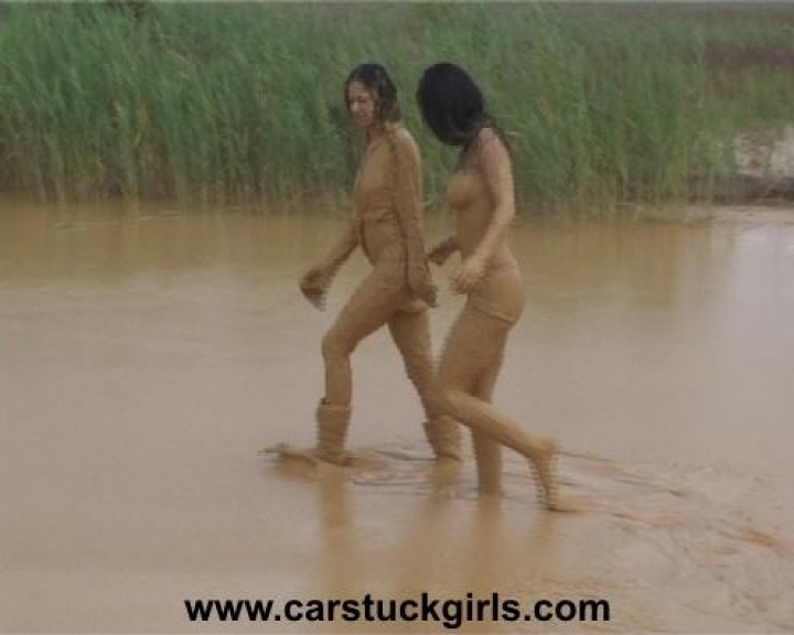 Car Stuck Girls (26)
