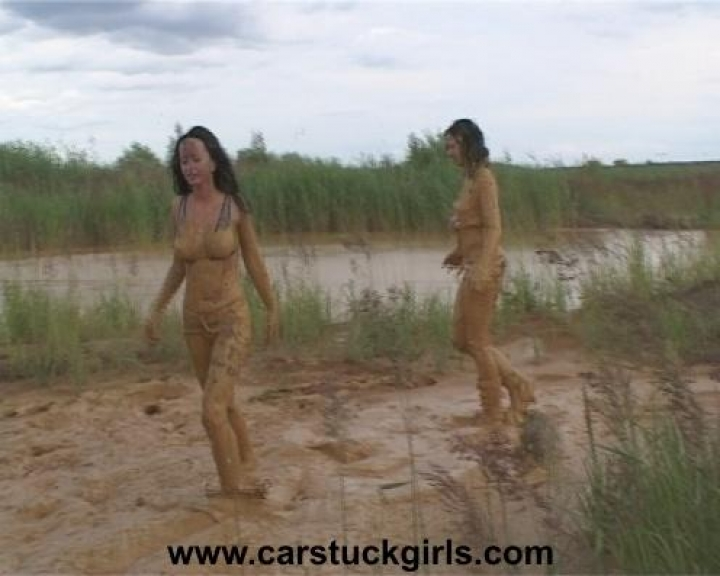 Car Stuck Girls (25)
