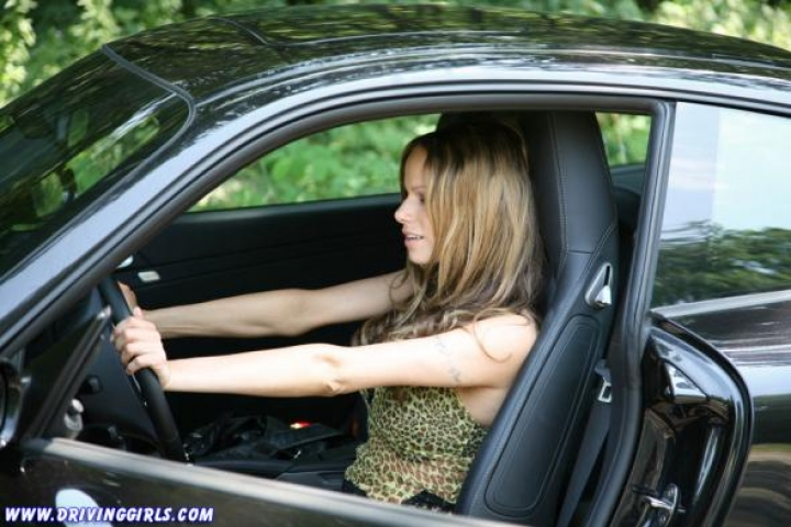 porsche 911 carrera hot driving girl (5)