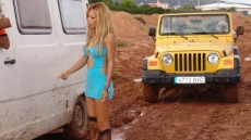 car stuck girls (5)